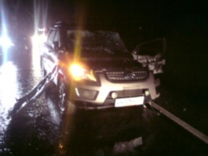 ВРостовском районе столкнулись грузовой автомобиль и«Киа»: имеется пострадавший