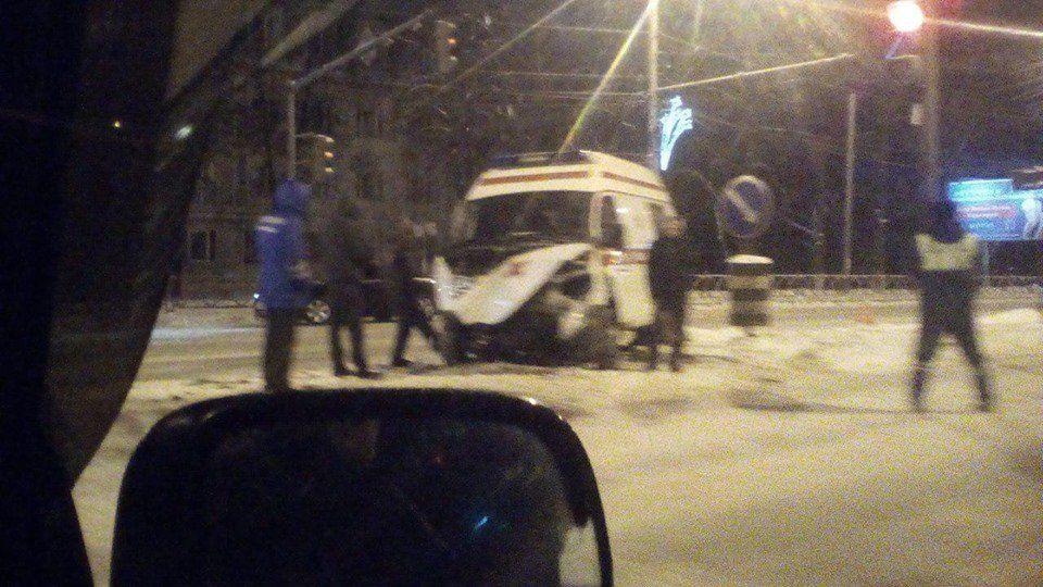 НаМосковском проспекте вЯрославле скорая угодила вДТП: двое пострадавших