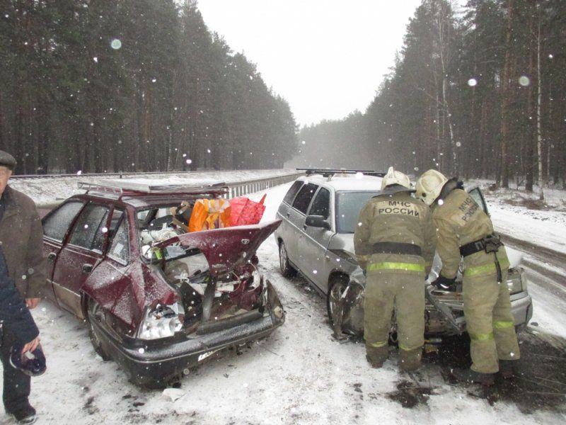 ВЯрославском районе столкнулись два автомобиля: есть пострадавшие