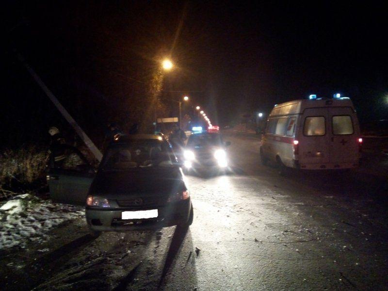 ВРыбинске «десятка» врезалась встолб: имеется пострадавший