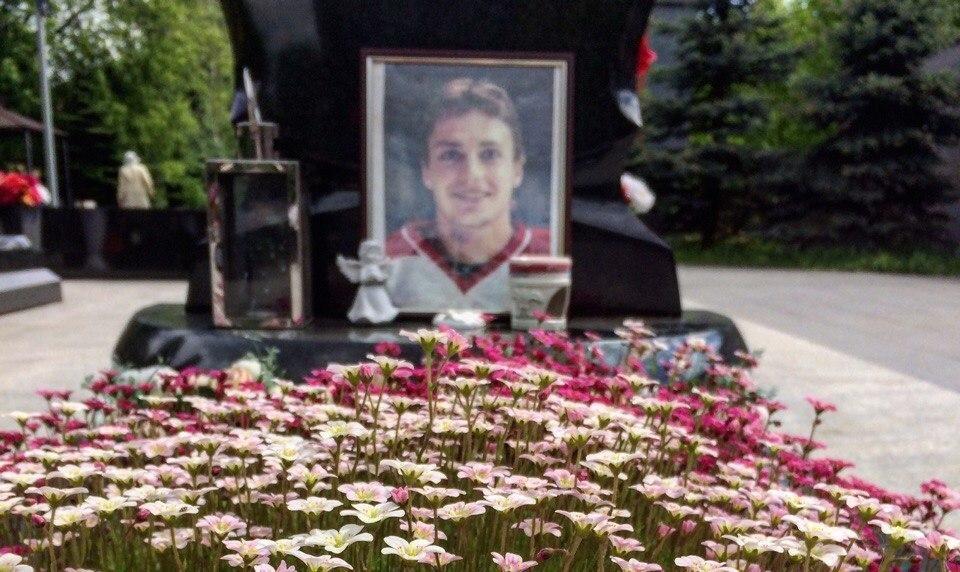 ВЯрославле осквернили могилы погибших хоккеистов «Локомотива»