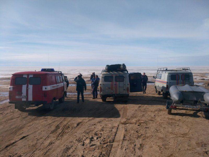 НаРыбинском водохранилище сотколовшейся льдины спасли восемь рыбаков