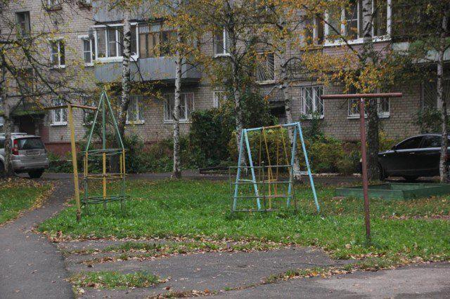 ВЯрославле проверяют детские городки