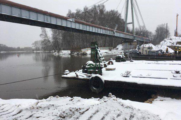Для зимних работ построительству моста через Которосль вЯрославле используют тепляки