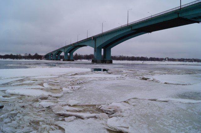 ВЯрославле полицейские сняли самоубийцу сОктябрьского моста