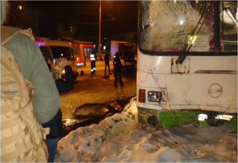 Напроспекте Толбухина «Газель» вспыхнула после столкновения савтобусом— Спасали изогня